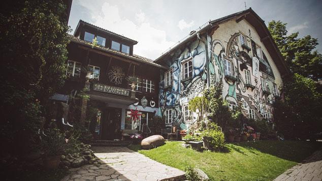 Kleinsasserhof, Haus aussen, Hotellegenden, Servus TV,