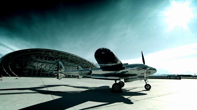 P 38, White Lightning, Red Bull, Flying Bulls, Hangar 7, Hangar 8, Sigi Angerer, Phoenix Rising, Phönix aus der Asche, Flugzeug, Aircraft, Querschuss Film